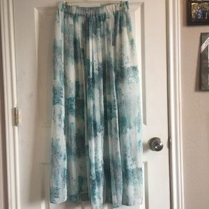 Mossimo blue & white patterned maxi skirt